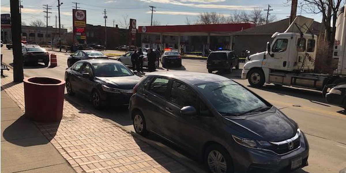 Man fatally shot with own gun after shooting another man during fight at Cleveland gas station