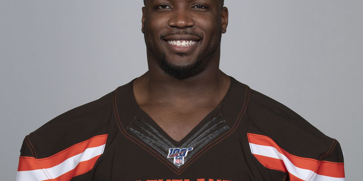 Browns defensive end Chris Smith sends out touching tribute to girlfriend