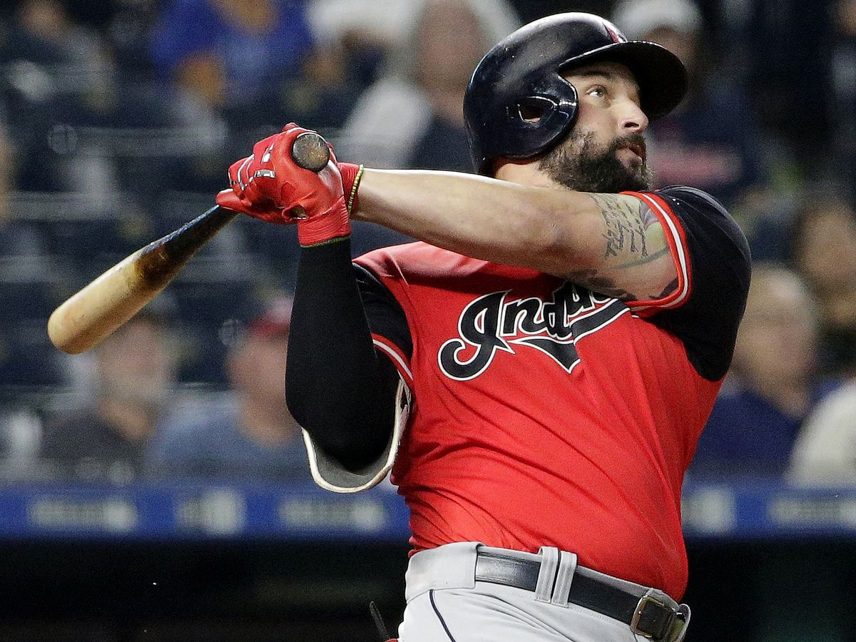 Cleveland Indians trade Yonder Alonso to Chicago White Sox