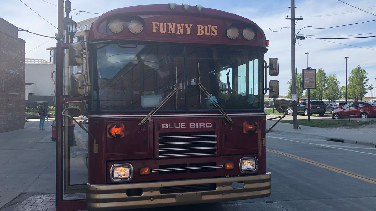 Funny Bus kicks off comedy tours of Cleveland