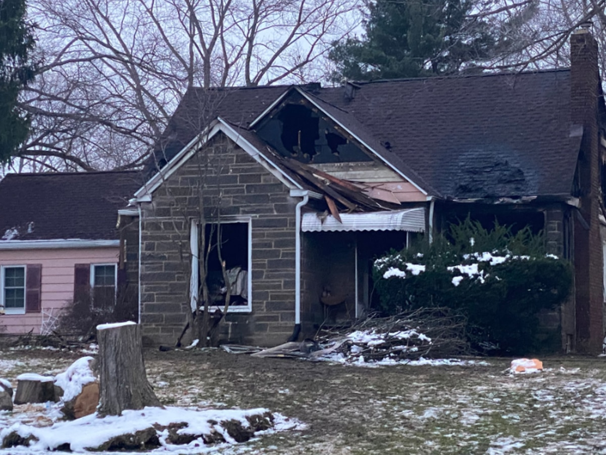 69-year-old man dies in early morning house fire; Norton police rescue 2 others