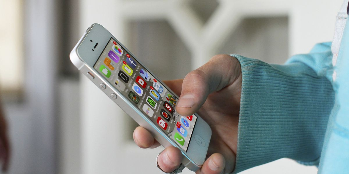 Woman robbed at gunpoint selling an iPhone, Akron police say