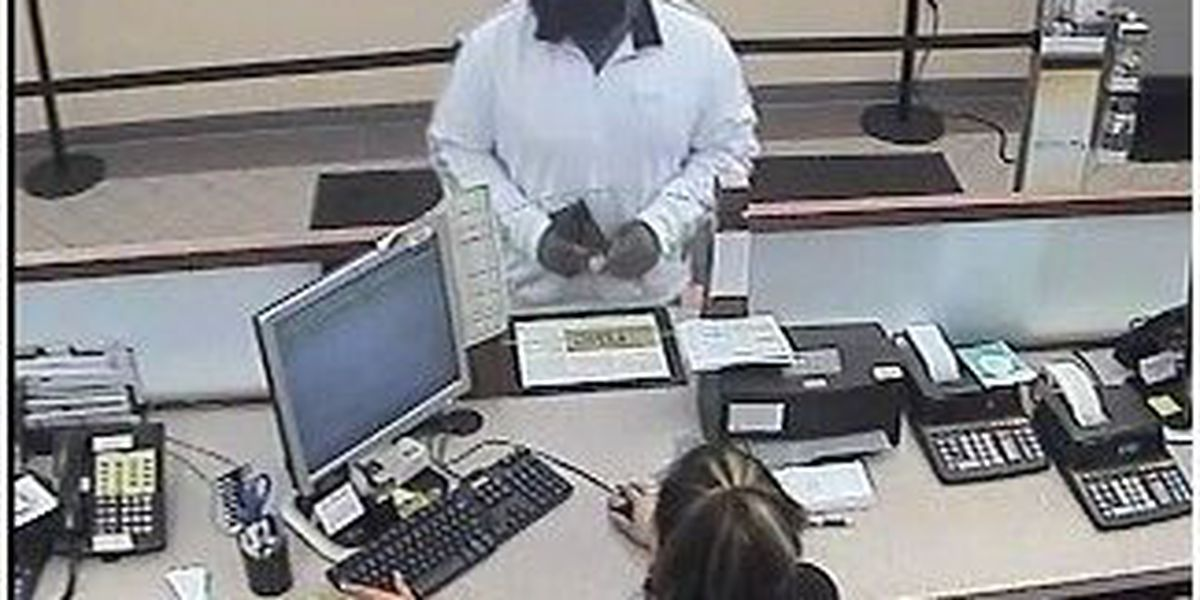 Police: Man with fake beard robs Cleveland bank