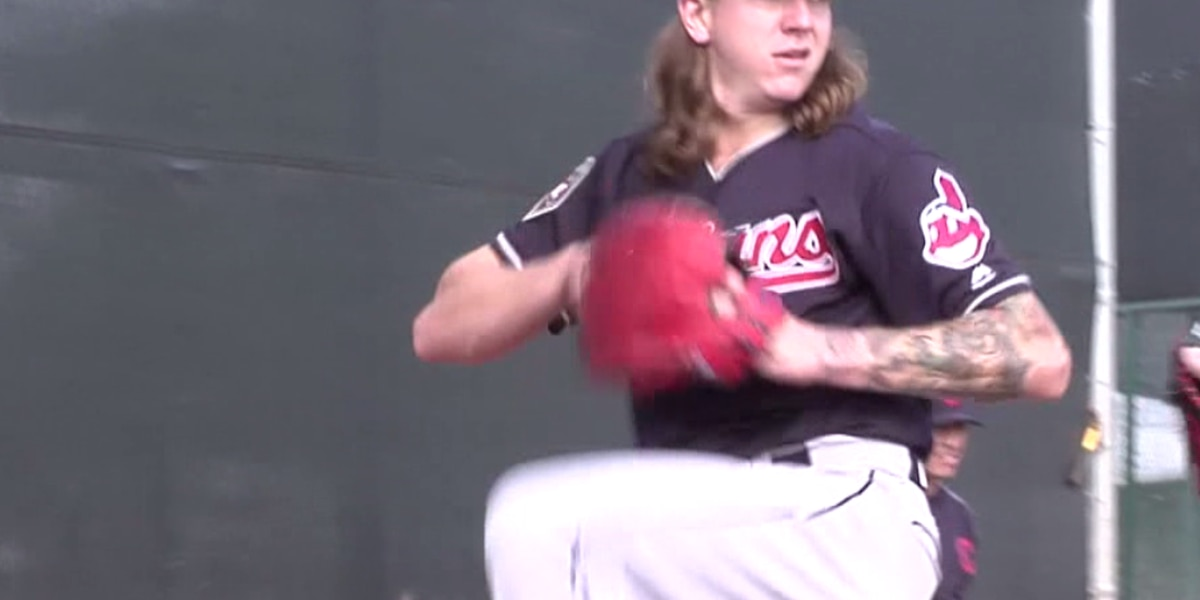 Mike Clevinger throws for 200 inning season, 1st time in his career