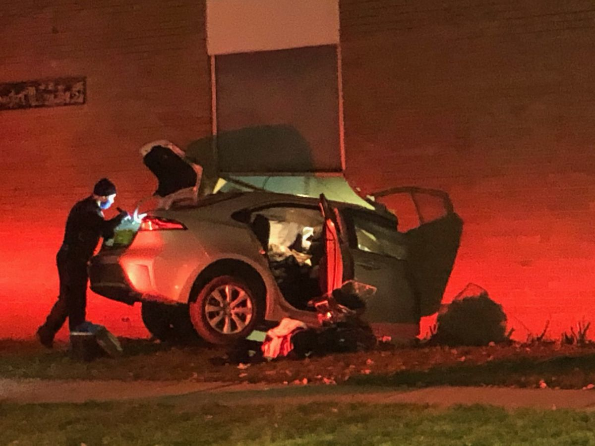 Car crashes into Cleveland apartment building (photos)