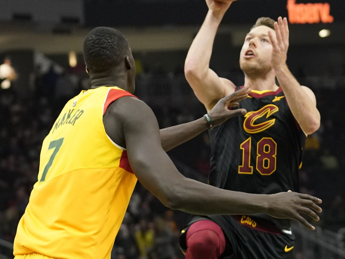 Cavs vs. Bucks | Nothing but love as Matthew Dellavedova and George Hill start fresh