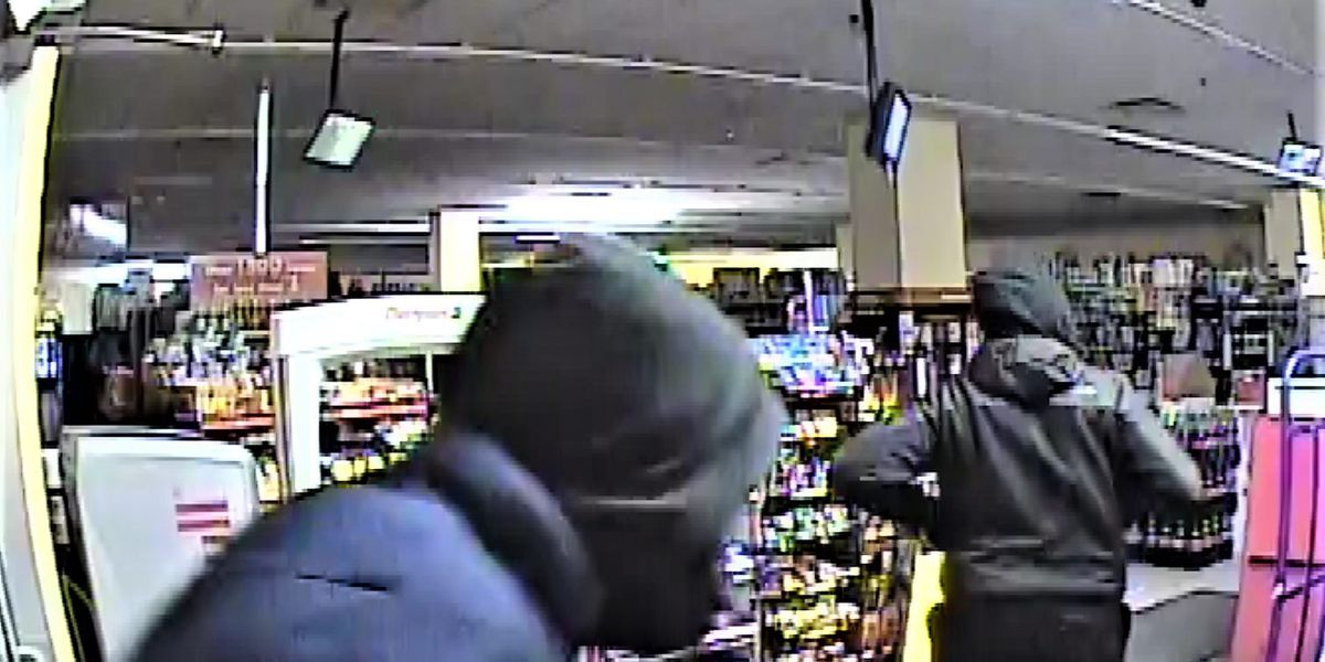 Duo of thieves wanted by Cleveland Police for breaking and entering into Family Dollar
