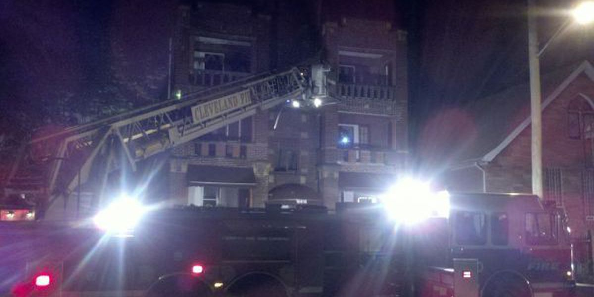 Crews battle early morning blaze at apartment building