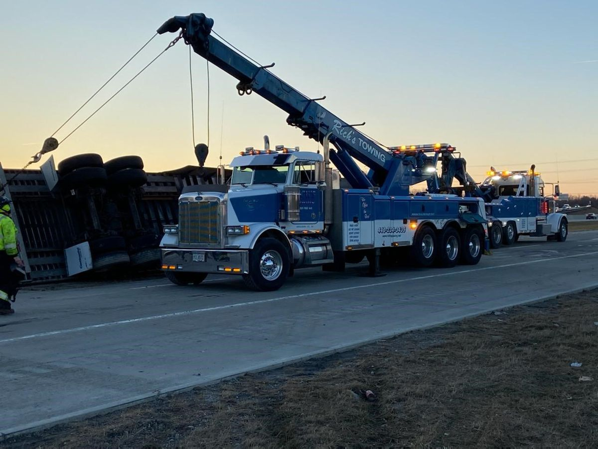 Oakwood police re-open all lanes of I-480 after truck accident