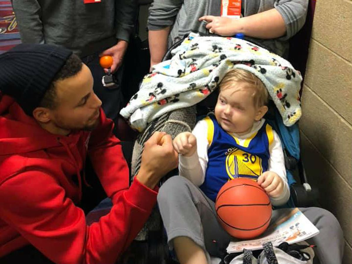 Steph Curry fulfills Christmas wish of 4-year-old boy with cancer at game against Cavs