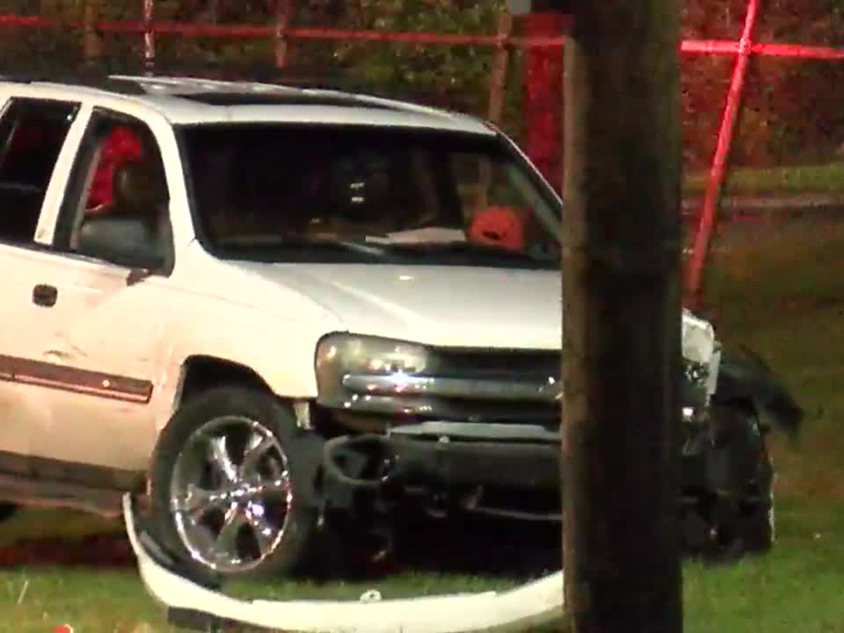 Car crashes into fencing outside correctional facility in Cleveland's Central neighborhood (video)