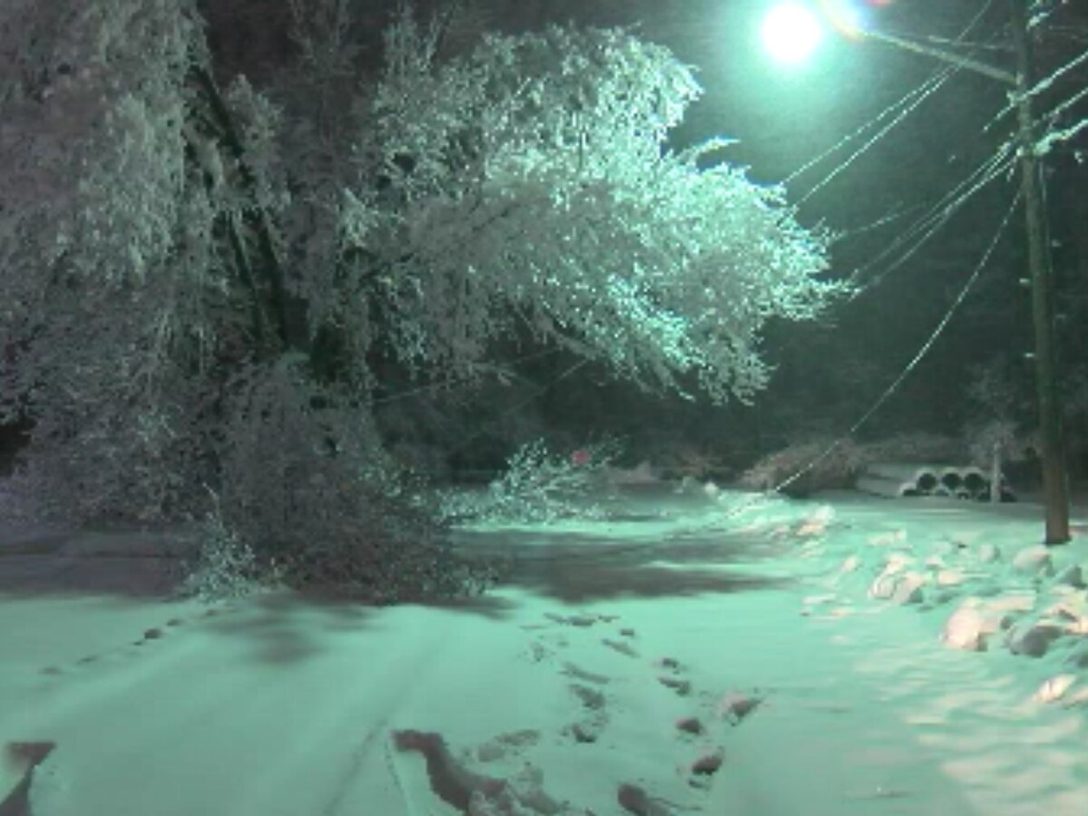 Snow leaves tens of thousands without power