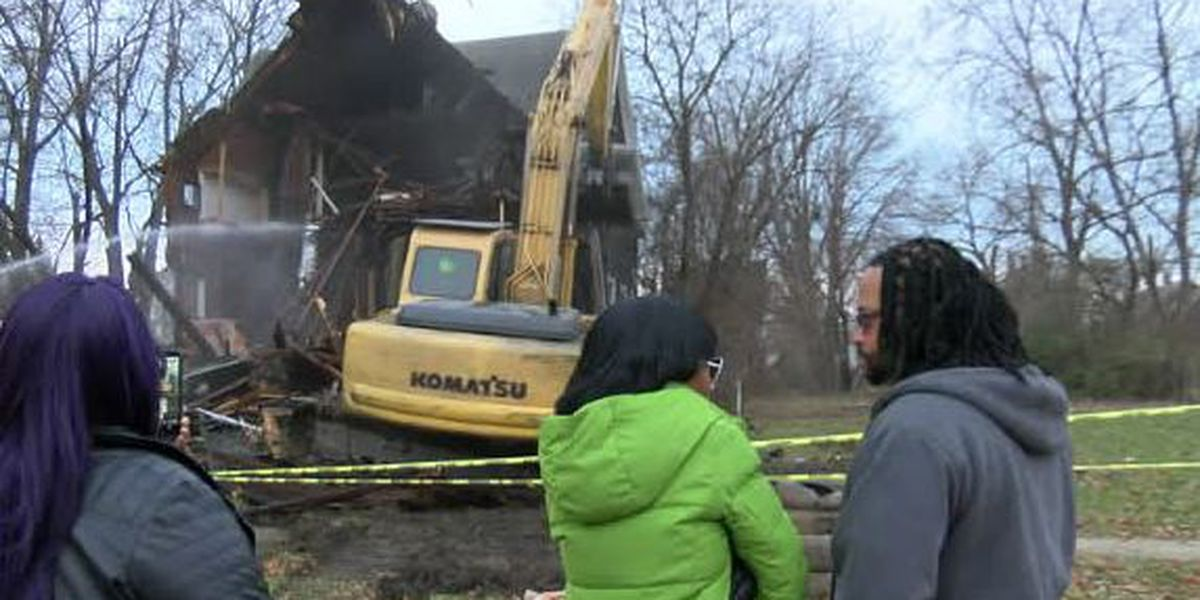 Crews demolish house where Alianna DeFreeze, 14, was murdered