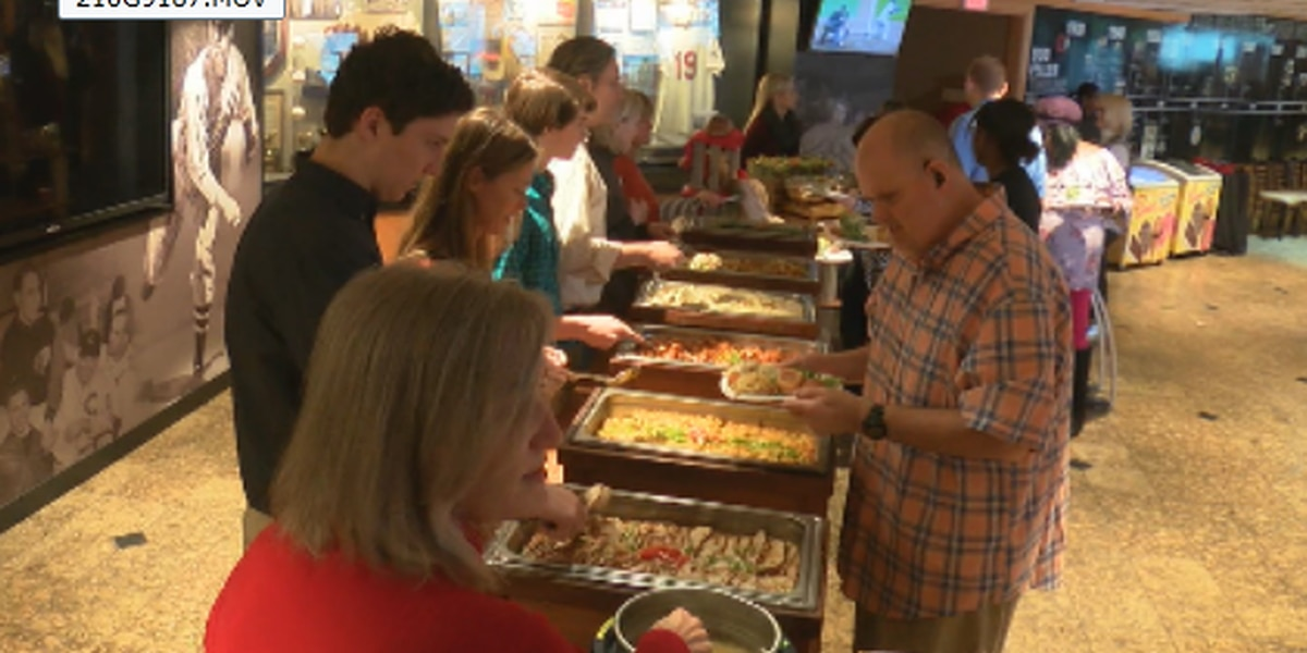 Cleveland Indians serve up Thanksgiving meal to hundreds of area disabled, people in need