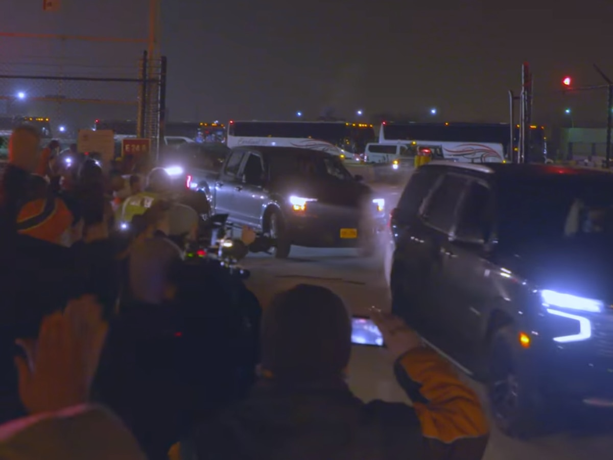 Dozens of Browns fans greeted players as they returned to Cleveland following postseason victory (video)