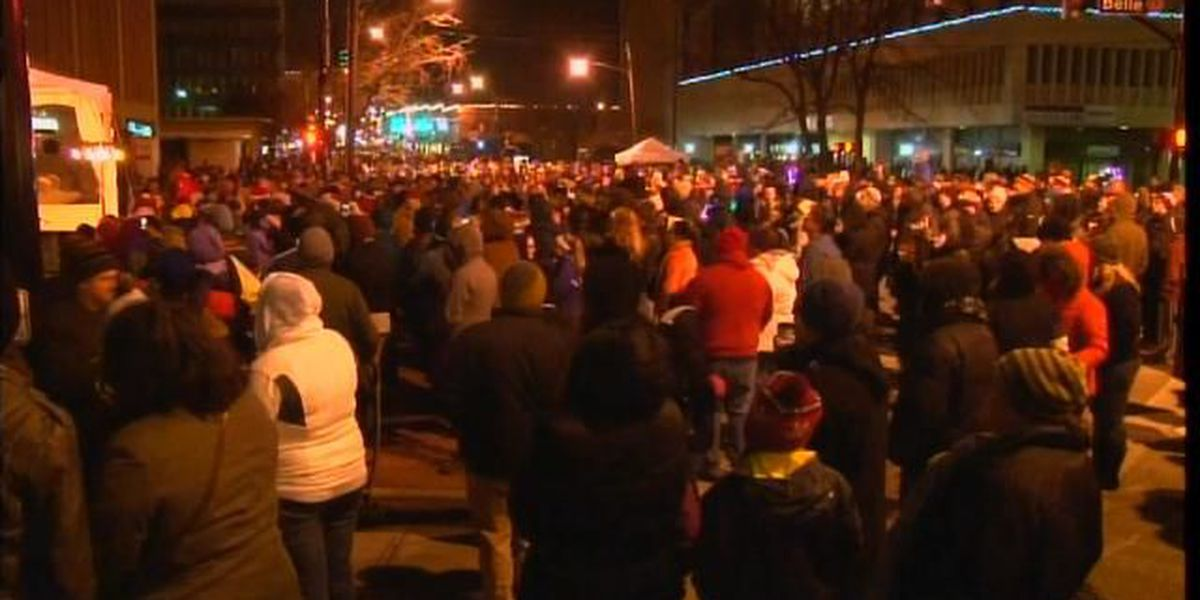 """Thousands flood Lakewood to """"Light up"""" the town"""