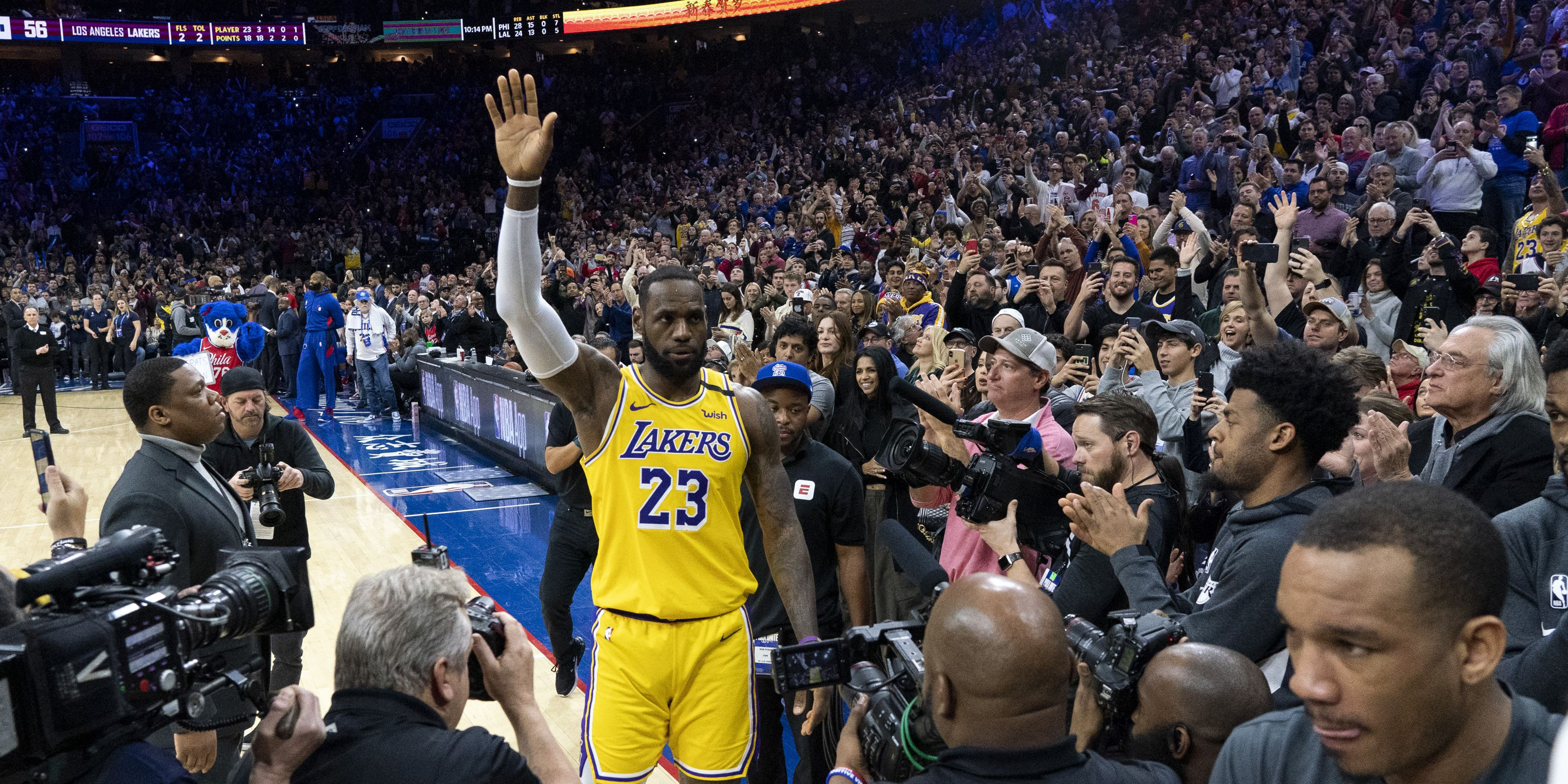 LeBron passes Kobe, now third in all-time NBA scoring