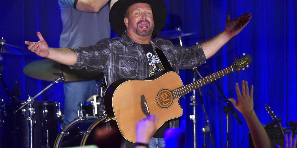 Garth Brooks takes 'Dive Bar Tour' stop to Rootstown on Monday