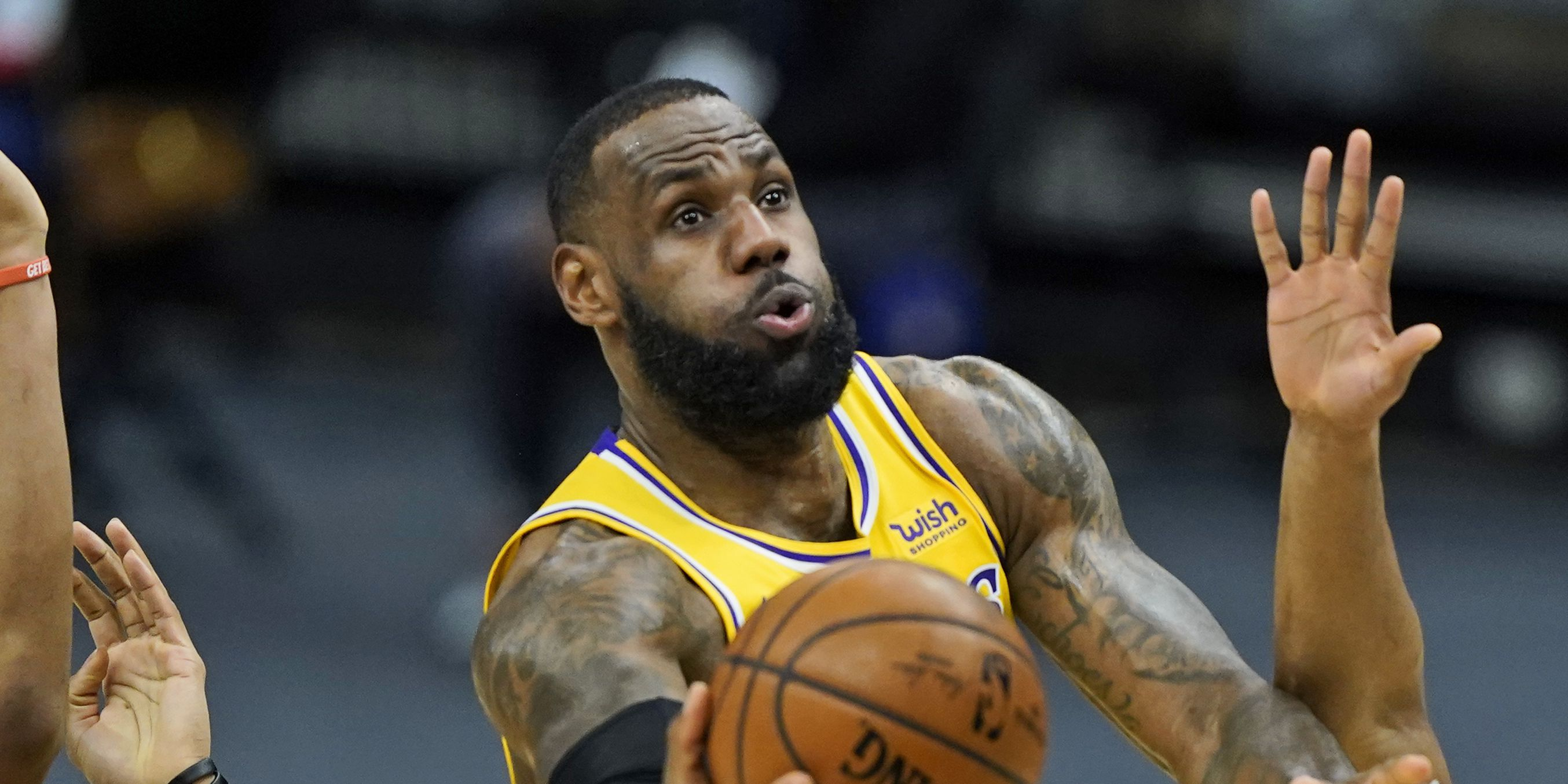 Vintage LeBron in return to Cleveland; James scores 46 as Lakers beat Cavs