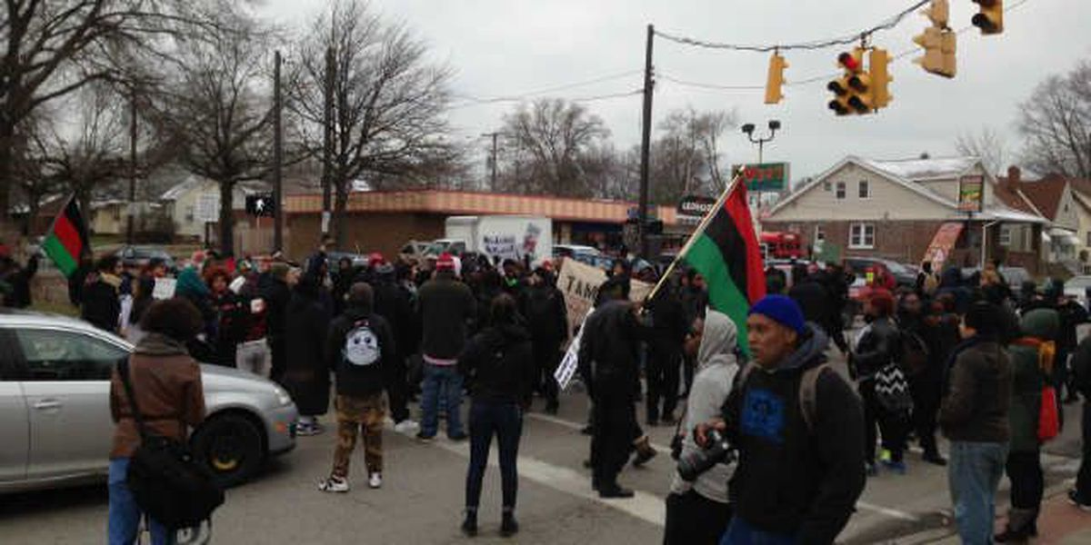 Protest turns less peaceful as national protesters join local demonstrations