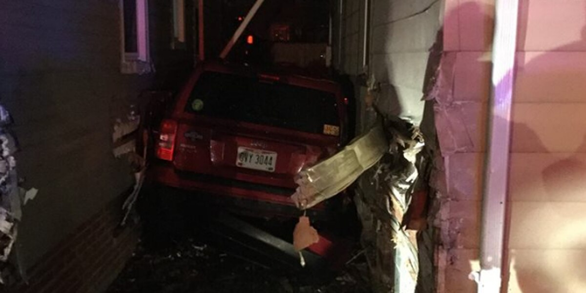 Car crashes into 2 homes in Parma