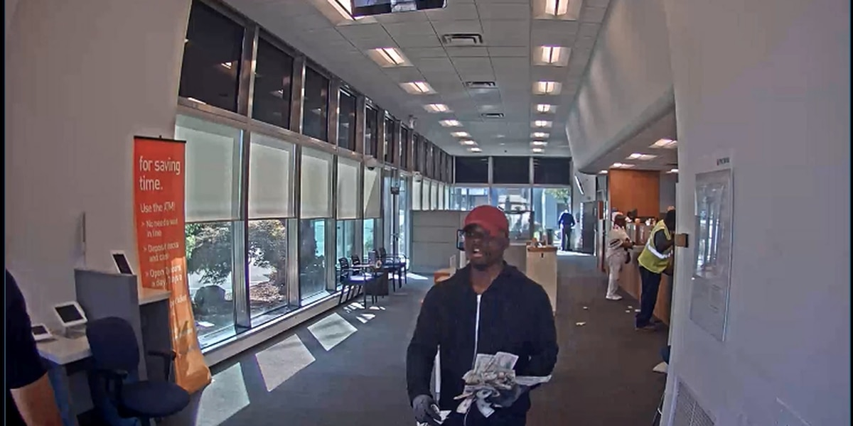Cleveland Police looking for PNC Bank robbery suspect