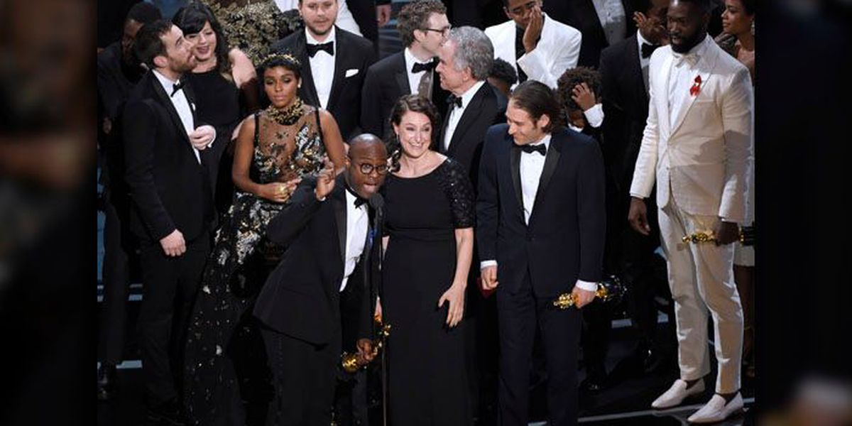Here's a look at your Monday headlines: 'Moonlight' back in the spotlight after Oscar snafu and a sunny morning commute