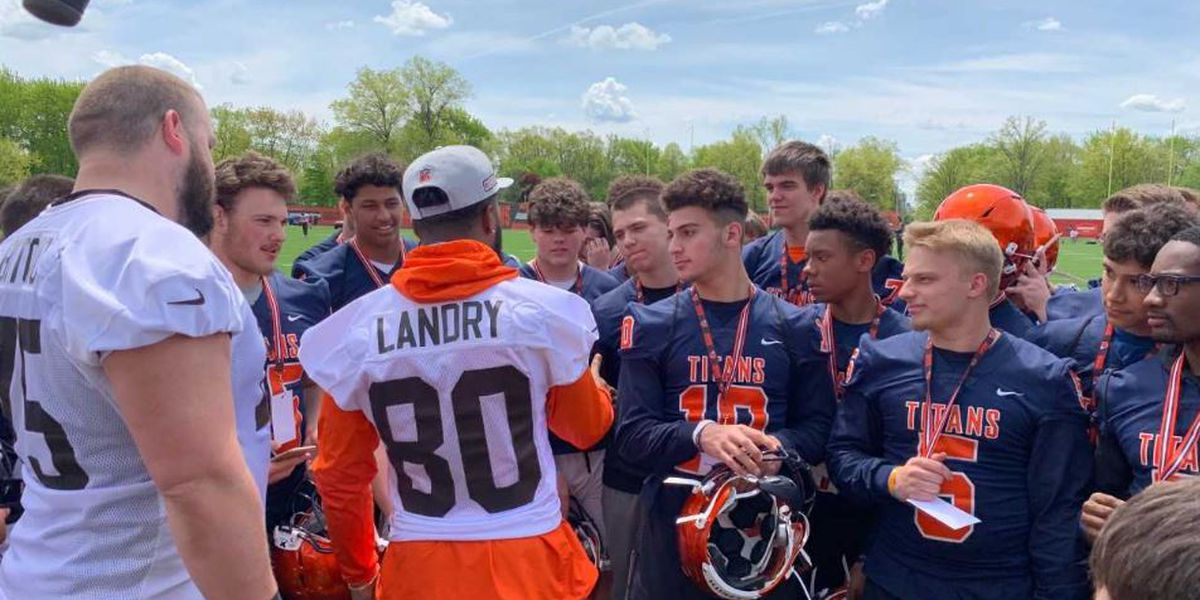 Cleveland Browns donate $50,000 in football helmets to area high schools