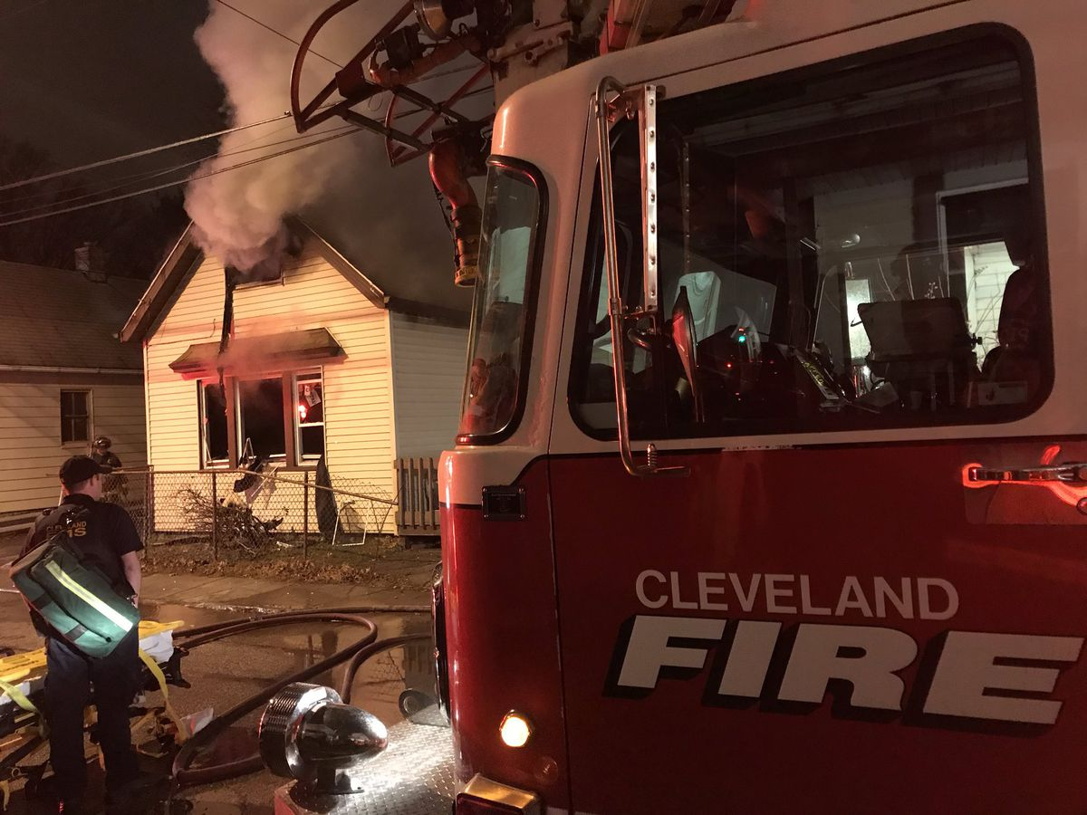 59-year-old woman loses life after house goes up in flames on Cleveland's West Side, 3 adults and 4 children safely out