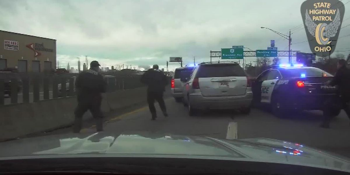 Ohio troopers run driver off the road after wild I-77 pursuit (dashcam)