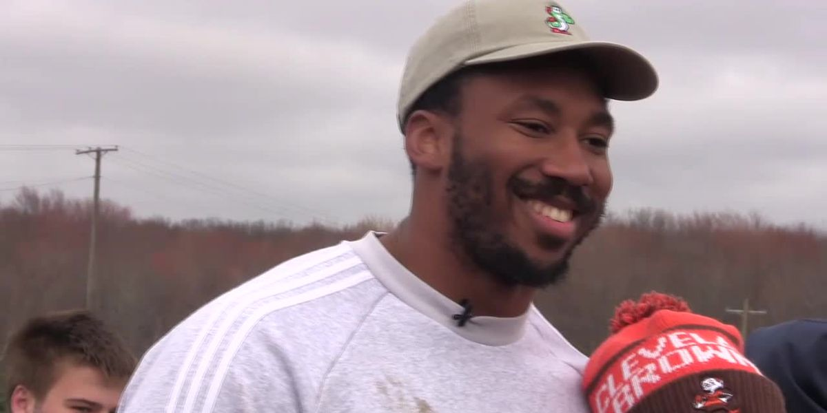 Hundreds gather for dog play date with Myles Garrett in Kirtland