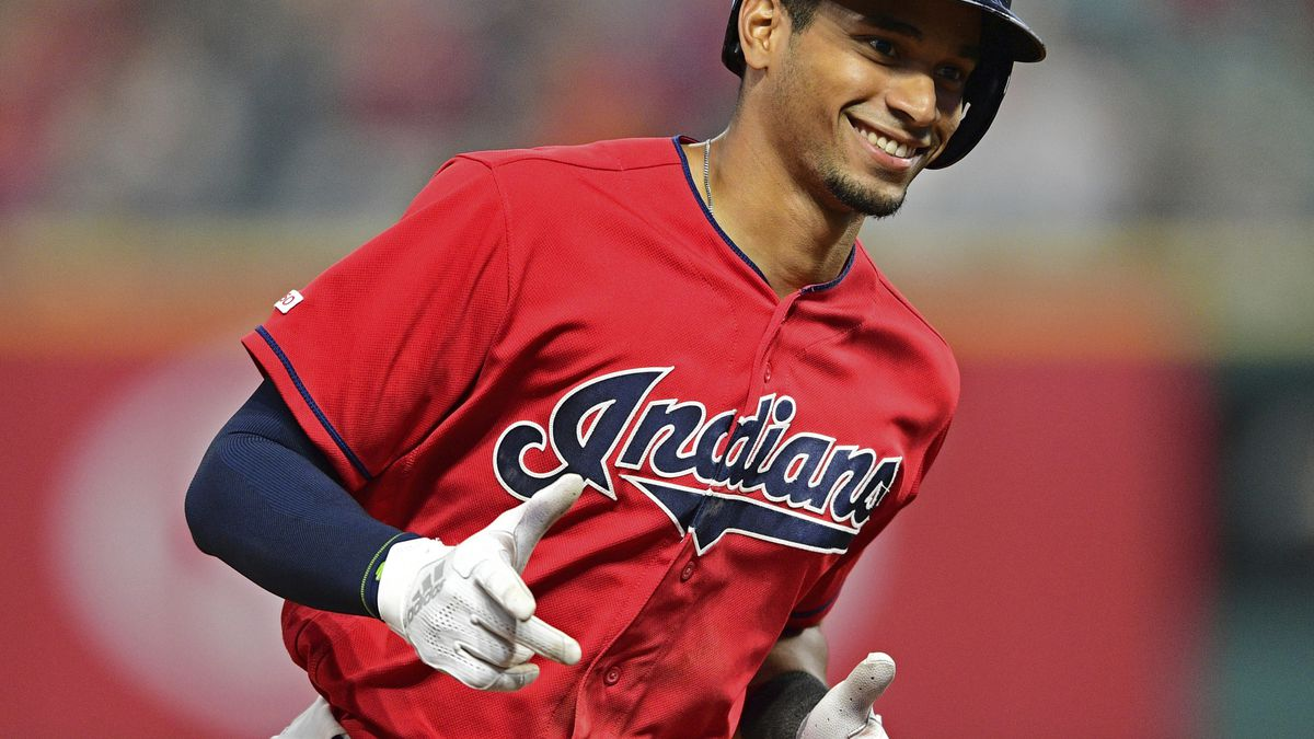 Mercado breaks tie with 2nd homer, Indians beat Tigers 8-6