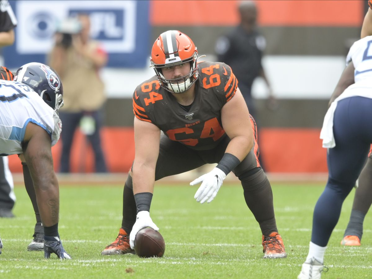 AP source: Browns, C Tretter agree on 3-year extension