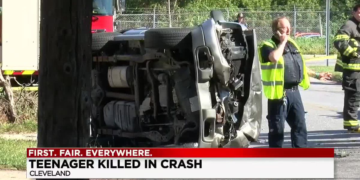 1 person killed in multi-vehicle crash involving overturned car on Cleveland's West side
