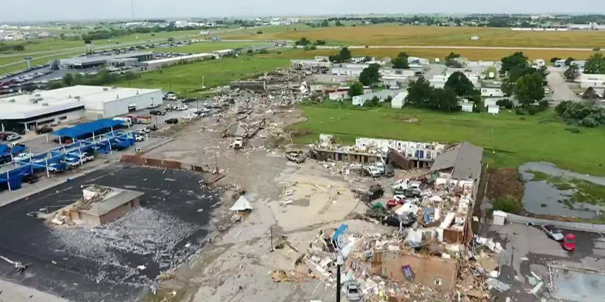 Oklahoma tornado kills 2, injuries dozens