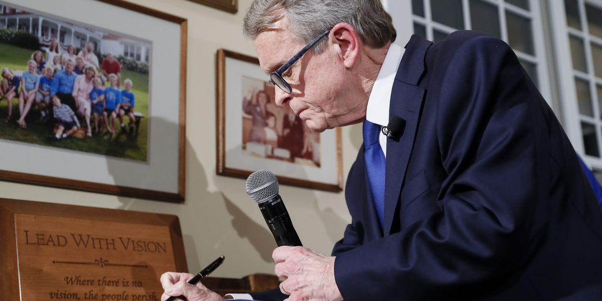 Ohio Governor Mike Dewine sworn in at home, signs executive orders moments later