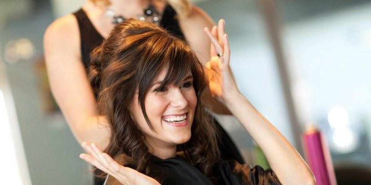 Trending: How much experts say to tip at the salon